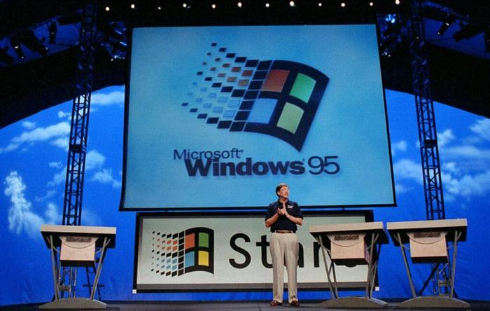 Bill Gates anunciando o Windows 95 ao mundo