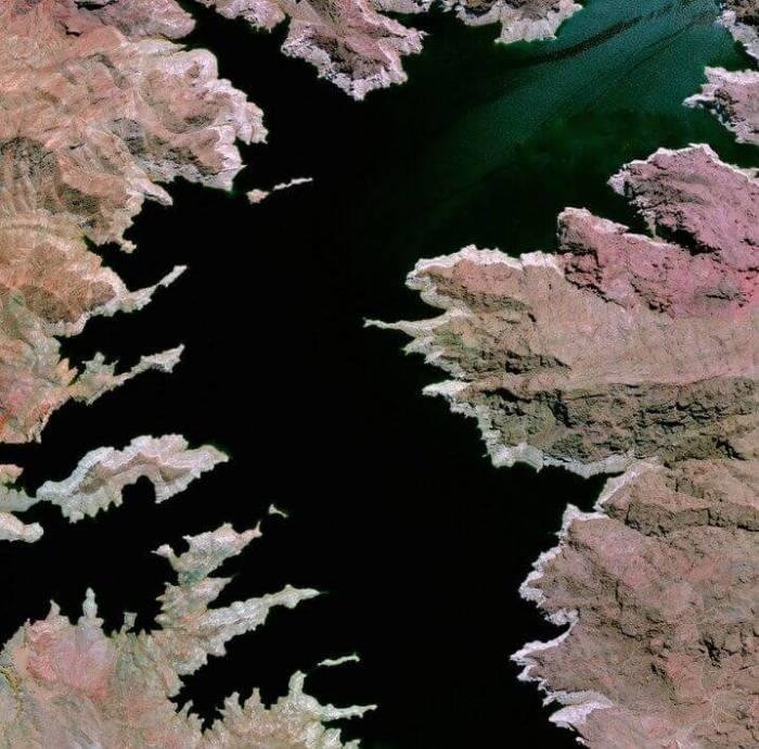 Lago Mead, Cidades de Mohavety, Arizona e Clark County, Nevada, 25 de Junho 25 de 2015. (Daily Overview)