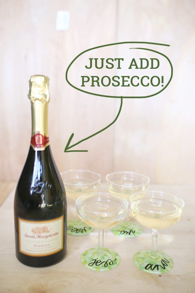 http://i0.wp.com/www.shrimpsaladcircus.com/wp-content/uploads/2016/03/DIY-Custom-Wine-Glasses-Just-Add-Prosecco-for-Perfect-Party-Place-Cards.jpg?fit=640%2C960