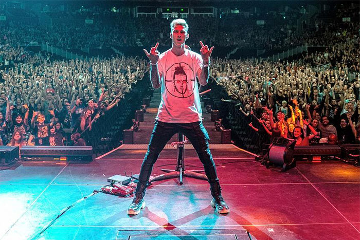 Fall Out Boy Phone Wallpaper Machine Gun Kelly Got Booed Off Stage When He Performed
