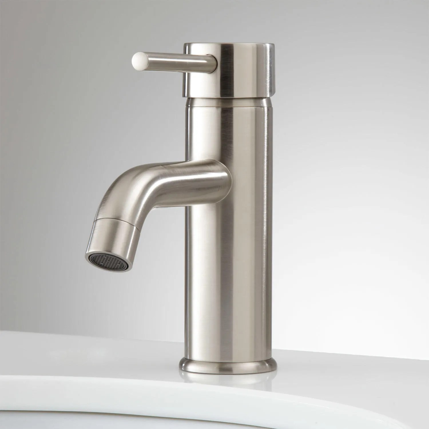 Ultra Single Hole Bathroom Faucet With Pop Up Drain