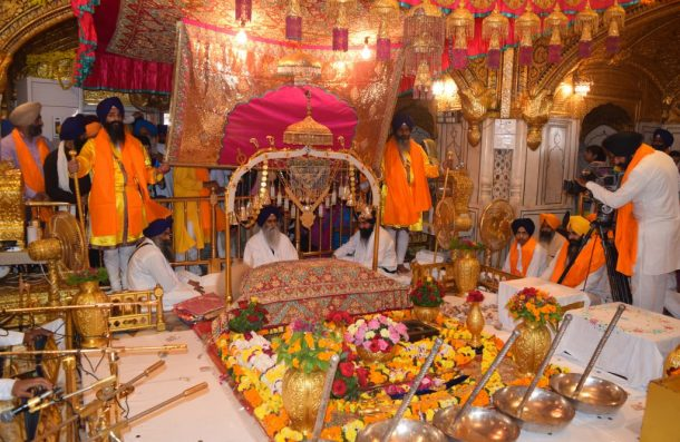 Guru Nanak Hd Wallpaper Guru Nanak S Parkash Gurpurab Celebrated At Harmandir