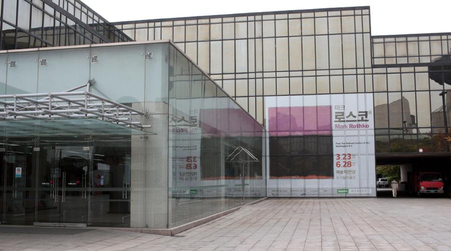 2015-05-15-mark-rothko-exhibit-seoul-arts-center-korea-00
