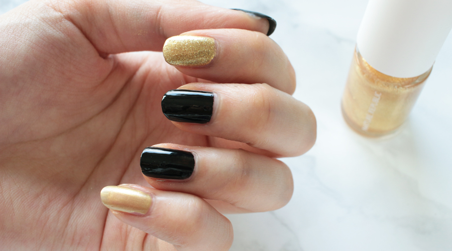 silentlyfree-beauty-nails-holiday-new-years-fireworks-black-gold-glitter-shimmer-13