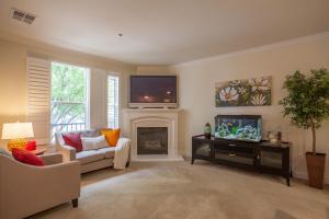 1794 Camino Leonor San Jose CA-large-009-Living Room-1500x1000-72dpi