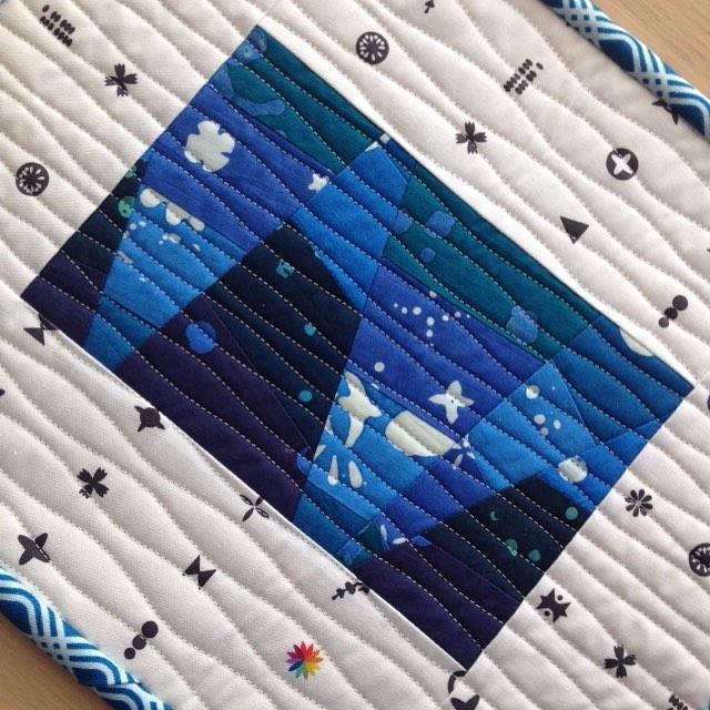 And done! @andoverfabrics @alisonglass #abacusfabric #agindigofabrics #indigofabric #exlibrisfabrics #miniquilt listed in my etsy shop - link in profile happy Monday!