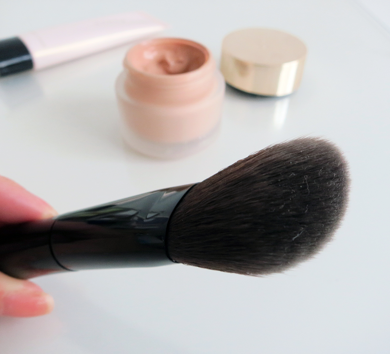 SUQQU foundation brush closeup