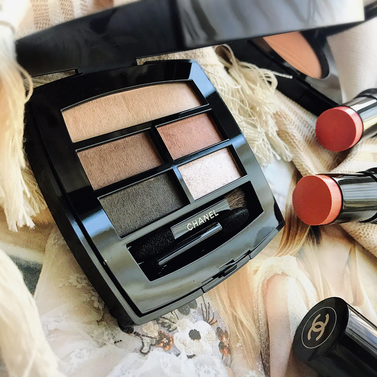 Chanel Les Beiges Healthy Glow Natural Eyeshadow Palette & Sheer Colour Stick