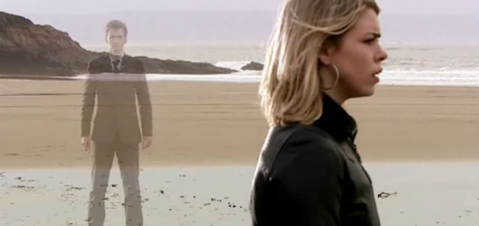 """The Doctor and Rose in """"Doomsday."""""""