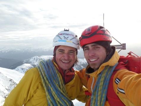 Simon Gietl und Vittorio Messini am Gipfel des Wasserkopf