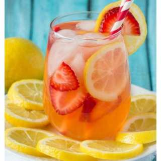 Sparkling Strawberry Lemonade {Sugar-free}