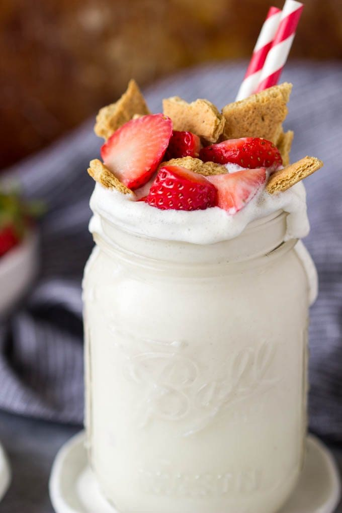 This strawberry cheesecake protein smoothie tastes just as decadent as a slice of strawberry cheesecake but with one BIG difference…it's healthy! full of protein! and can be made in less than 5 mins. | SimpleHealthyKitchen.com