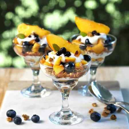 Blueberry Peach Yogurt Parfaits