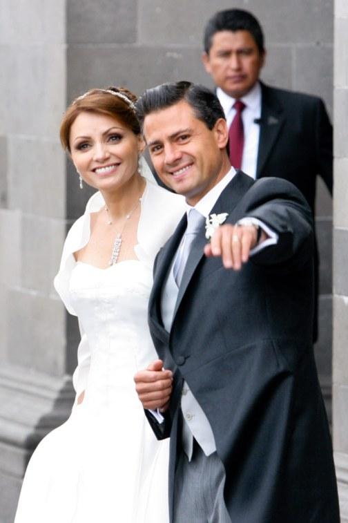 El Gobernador guapo con su esposa de telenovela. Foto: Cuartoscuro