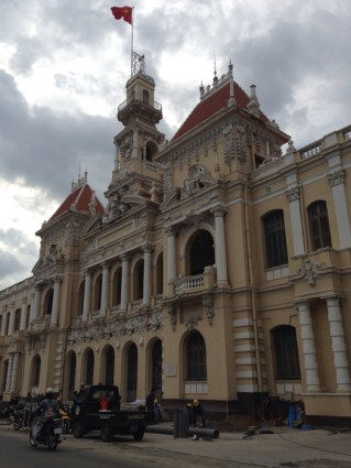 www.singapbyart.com-ho-chi-minh-city-saigon-city-hall.jpg