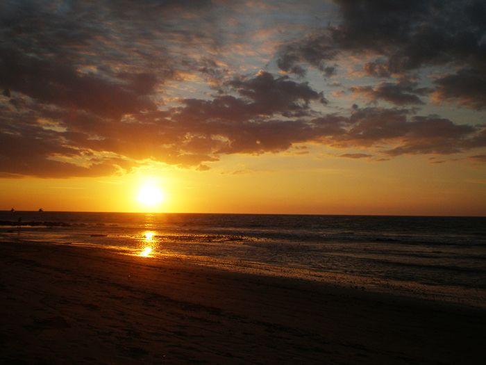 Ocaso en la playa de Máncora Perú
