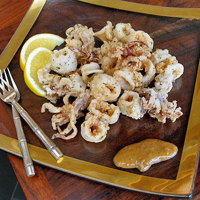 Fried calamari with chipotle sauce