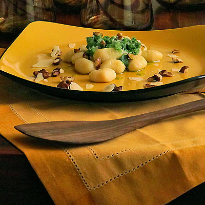 pesto with gnocchi and walnuts