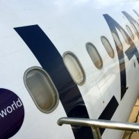 lan-airbus-320-oneworld