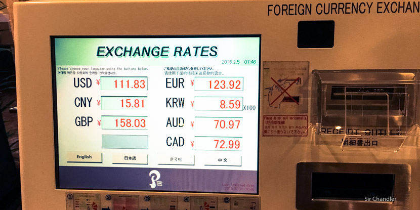 Una máquina automática de cambio de moneda en Tokio