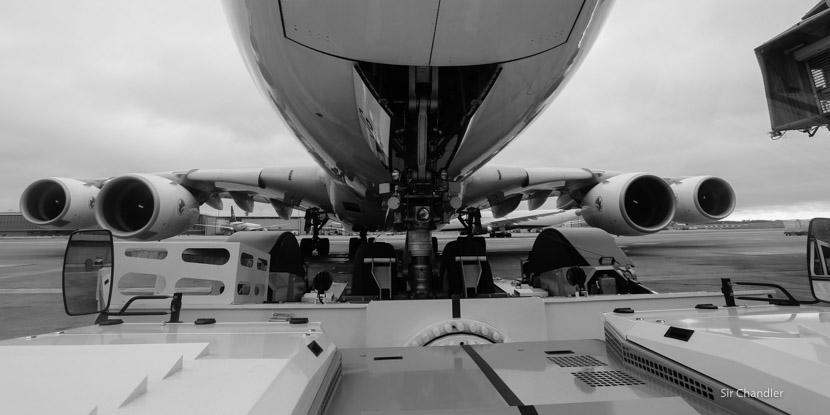 Empujando a un Airbus 380 de Air France en París