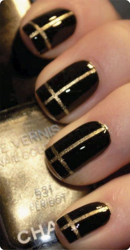 unhas decoradas com fio de ouro preto com dourado