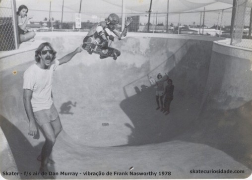 Frank Vibra com f/s air de Dan Murray - Monster skatepark (CA) 1978
