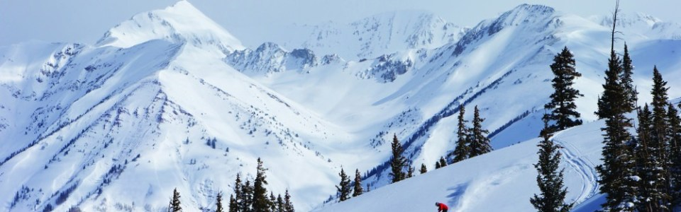 Crested Butte's crowd-free slopes allow for arching big, beautiful turns.. pc: Nathan Bilow/CBMR