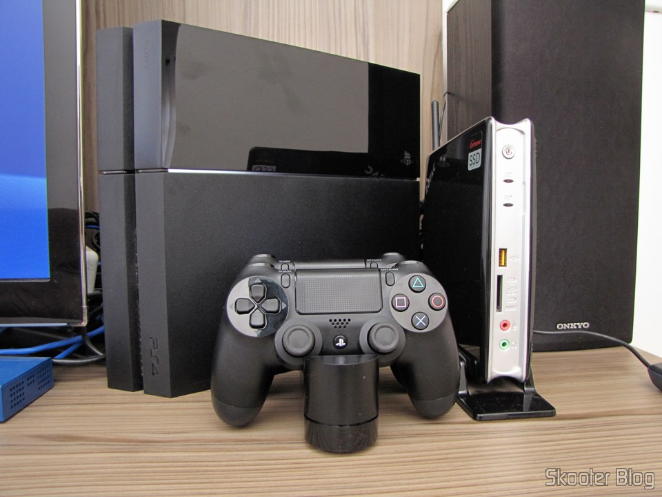 Mariio128: Official Dualshock 4 Charging Station (PS4) (SONY)