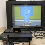 Atari 2600 em funcionamento com o jogo River Raid