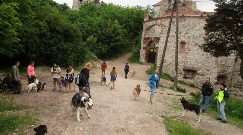 Remont zamku podobno zakończył się pół roku temu, ale i jego wrota niestety wciąż są zamknięte dla zawiedzających.