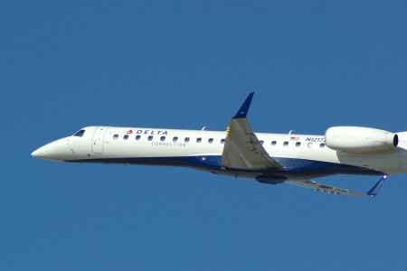 Delta Embraer 140