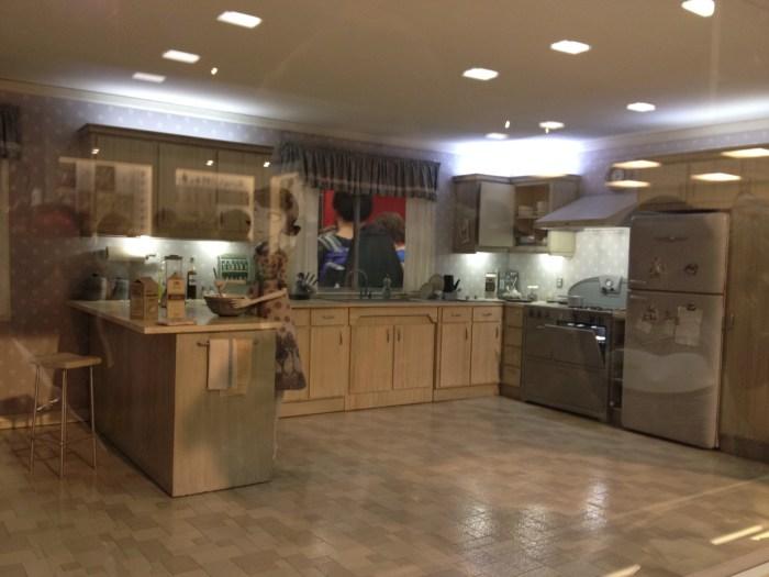 Frankenweenie - kitchen set 1