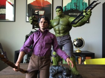 Sideshow/Hot Toys Bruce Banner and Hulk Sixth Scale Figure Set