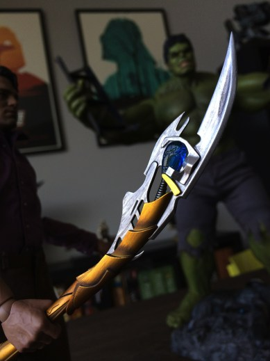 Hot Toys Bruce Banner with Chitauri scepter