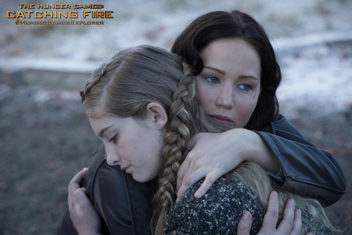 catching-fire-willow-shields-jennifer-lawrence