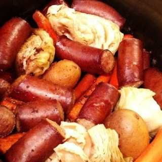 One-Pot Smoked Sausage Dinner! Find this & more yummy recipes @ http://www.slowcookerkitchen.com