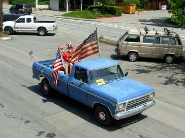 paradebluetruck