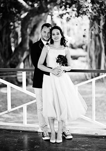 Wedding Photography Tips for Amateurs - SLR Photography Guide - wedding photo black and white