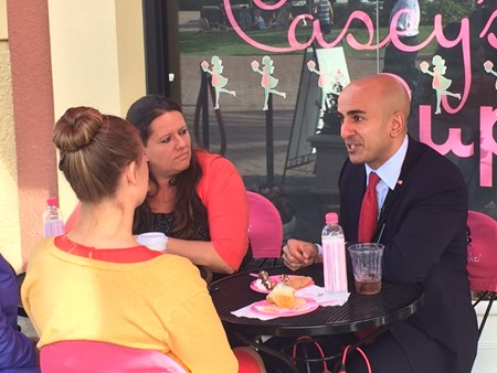 Neel Kashkari meets with bloggers