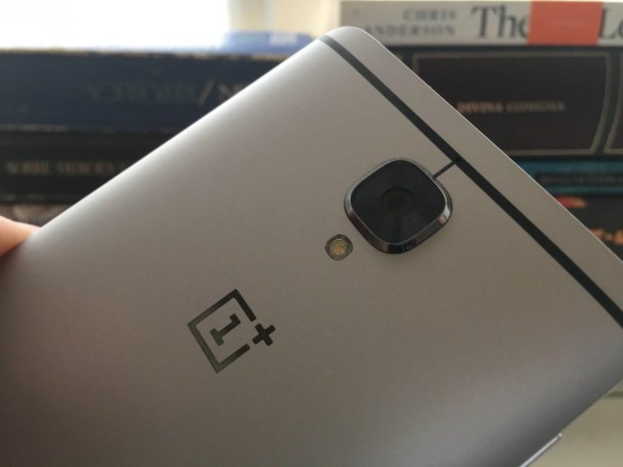 El OnePlus tres cuenta con alguna cámara que cumple