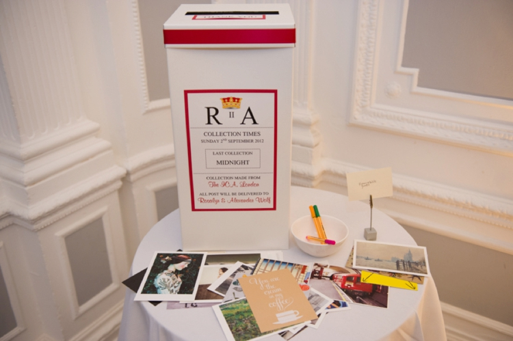 18 Unusual and Creative Guest Book Ideas - Smashing the Glass