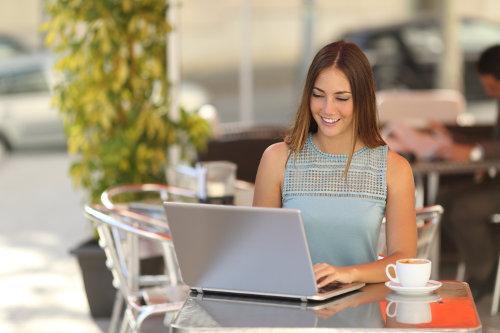 Freelancer working on a cafe