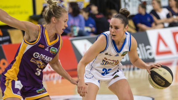 Bendigo's Kelly Wilson (right) will play her 300th WNBL game against Melbourne Boomers on Saturday.