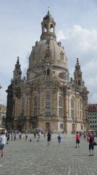 Die Frauenkirche. Tot 1994 was dit een berg puin. En hij is nu helemaal herbouwd alsof er niets is gebeurd. En je kon hem zelfs beklimmen. Dat hebben we dan maar gedaan...