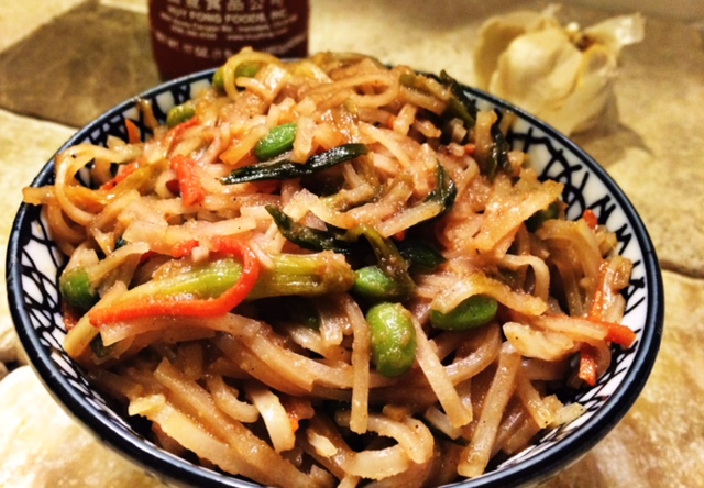 Easy Vegetable Lo Mein Recipe using ingredients from your fridge. #recipe #recipe #dinner #chinese #takeout #vegetarian #dairyfree #glutenfree