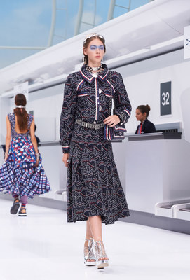 chanel fashion show-social magazine