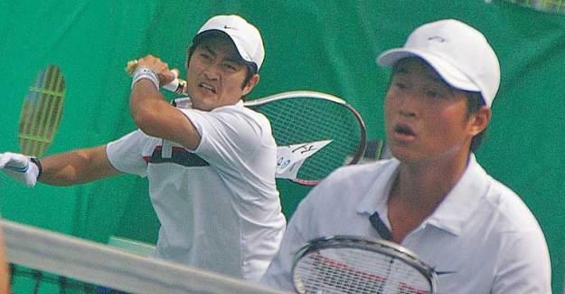 これは2010広州アジア競技大会代表選抜でのソ。ホキョンジンとのマッチョなダブルフォワードを披露、実にリスキーで魅力的だった。
