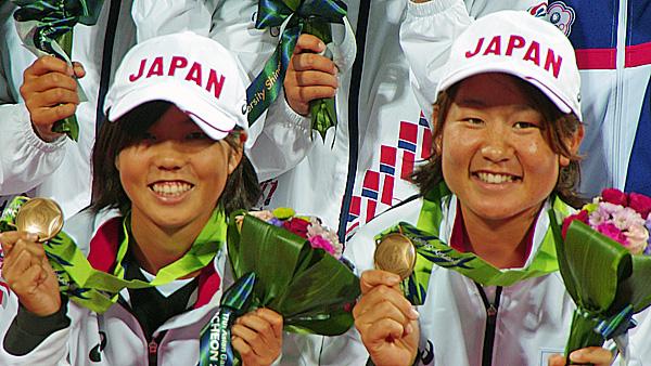 アジア競技大会での森田・山下。女子ダブルスで銅メダルを獲得。日本が個人戦で獲得した唯一つのメダルだ。