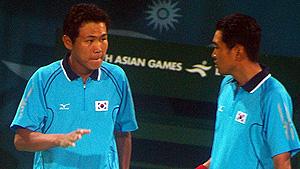 2006アジア競技大会(ドーハ)最終戦男子ダブルス決勝でのキムジェボク・ユウヨンドン(vs.楊勝發・李佳鴻)